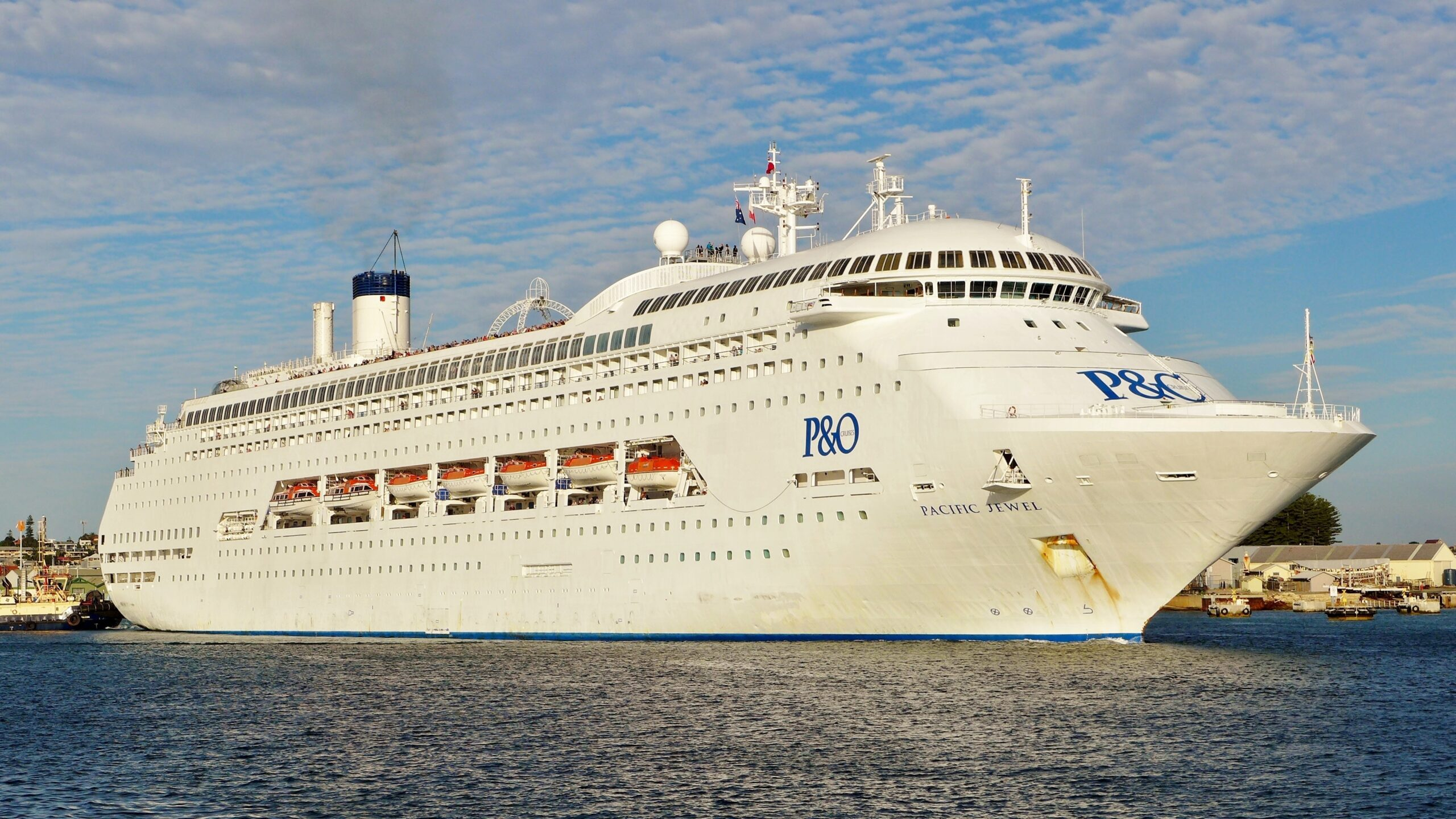 """Cruise ship Pacific Jewel departing from Fremantle Harbour, Western Australia, with cruise J518 """"Indonesian Adventure"""" to Lombok, Bali, Komodo and return."""